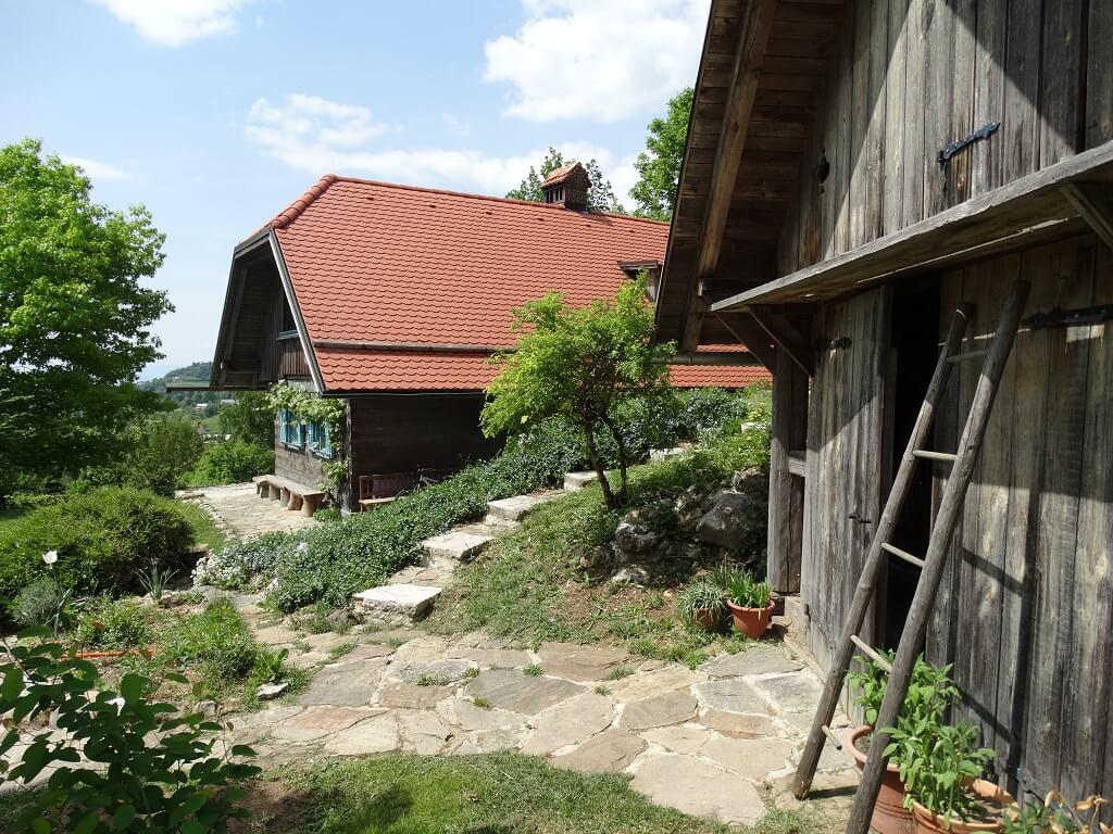 Hiša in garaža